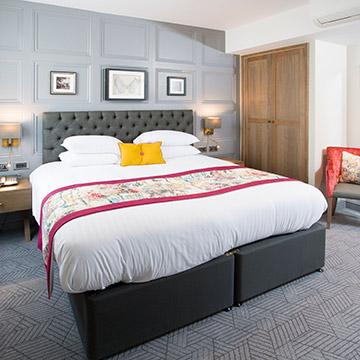 Angel Hotel Deluxe Suite Image